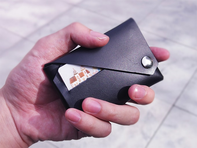 LEMUR財布_手とのサイズ比較