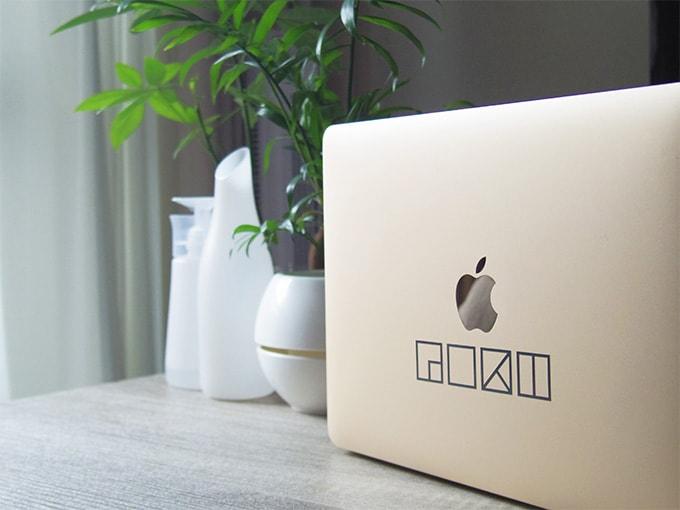 MacBook_カッティングシート_テーブル上