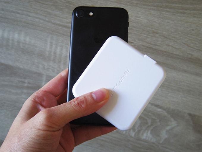 RAVPowerモバイルバッテリー_iPhoneとサイズ比較
