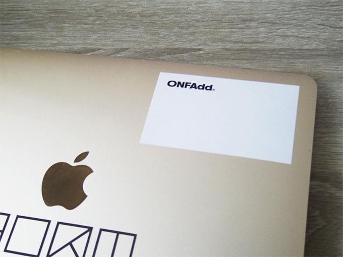 ONFAdd-FLAT-WALLET_ステッカーをMacBookに貼る