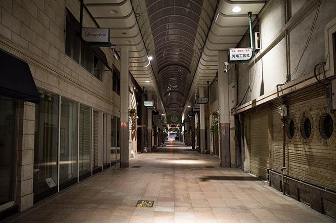 RICOH GR III(GR3)スナップ写真_無人の三宮センター街