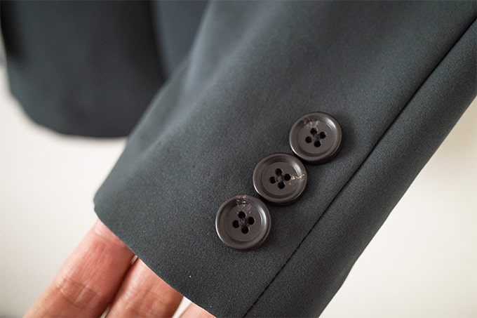 GUセットアップ_ジャケット飾りボタン