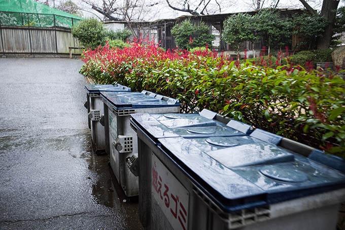 神戸フォトウォーク20190330_ゴミ箱と雨