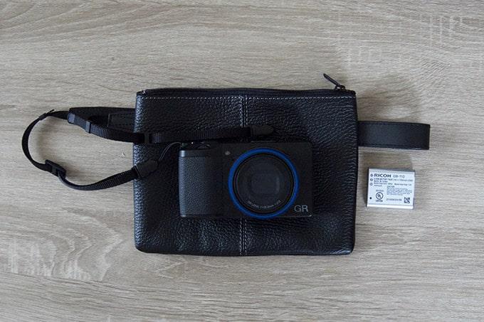 国立商店レザーポーチ_カメラとサイズ比較
