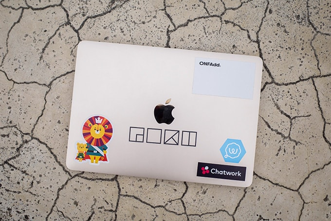 MacBook-12インチ_外側にはステッカーを貼り付け