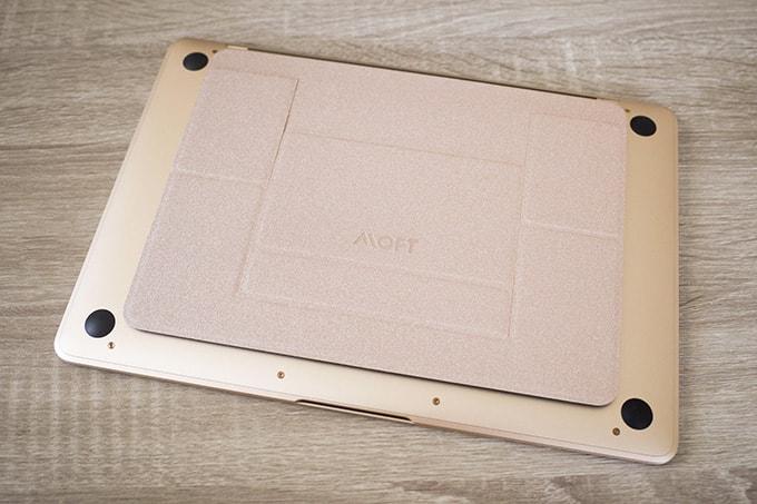 MacBook-12インチ_底部にはMOFTを貼り付け