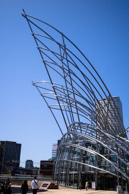 国立国際美術館(大阪)_空に突き出した帆