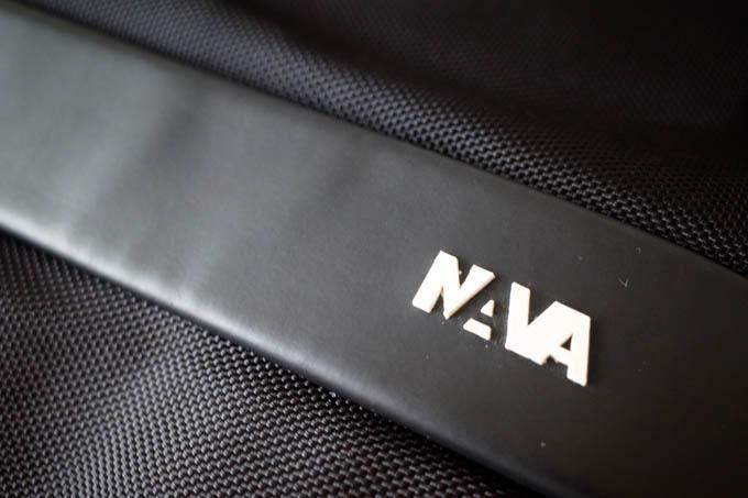 NAVA design(ナヴァデザイン)バックパック_ロゴと素材の切り替え