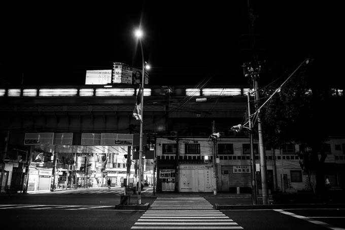 GRIII(GR3)ハイコントラスト白黒作例_駅と電車