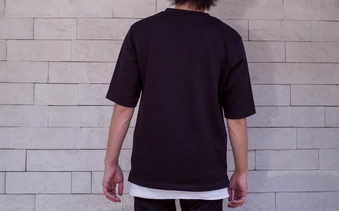 GU ポンチクルーネックT(5分袖)_後ろからの着用写真