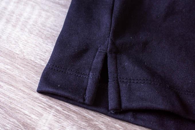 GU ポンチクルーネックT(5分袖)_小さめのサイドスリット