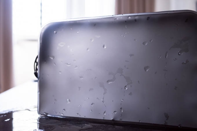 無印良品TPU自立するポーチ_防水機能で水を通さない