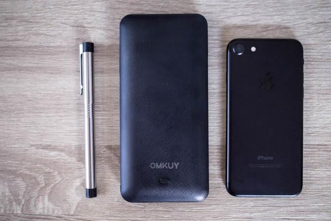 OMKUY-10000mAhモバイルバッテリー_スマホより一回り大きいサイズ