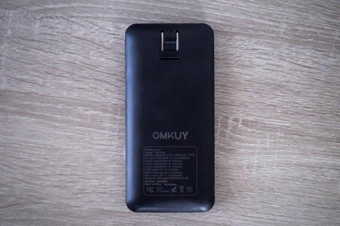 OMKUY-10000mAhモバイルバッテリー_コンセントプラグつきの裏面