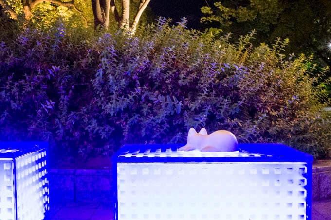 NekoCup(ネコカップ)_光る椅子に置く