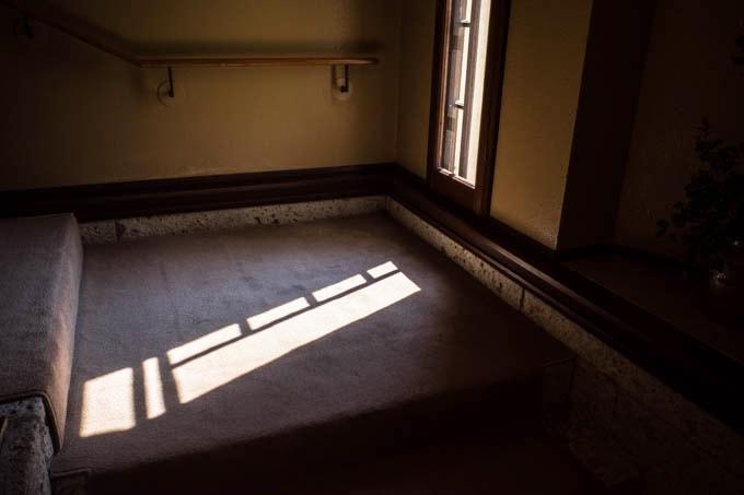 ヨドコウ迎賓館(旧山邑家住宅)_窓から差し込む光03