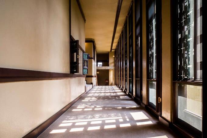 ヨドコウ迎賓館(旧山邑家住宅)_窓から差し込む光02