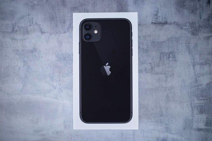 無印iPhone11ブラック_箱の正面