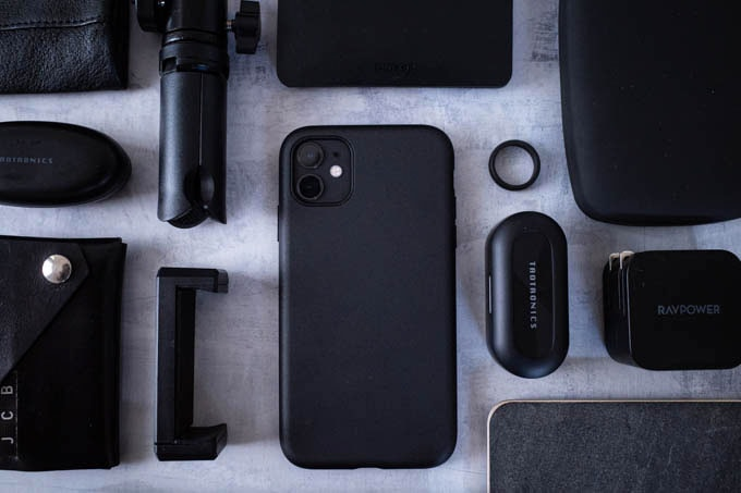 Smooth Touch Hybrid Case for iPhone11_持ち物と合わせて2