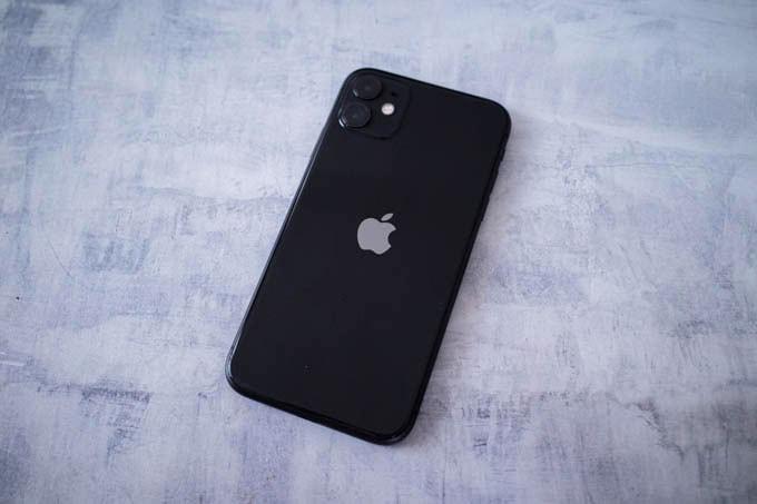 無印iPhone11ブラック_裏側