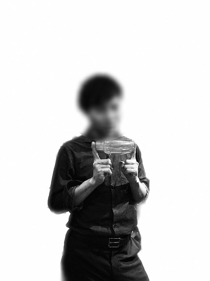 無印iPhone11ブラック_ポートレートモード(ハイキー照明モノ)