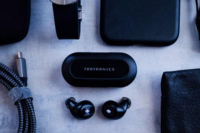 TAOTRONICS-SoundLiberty77_黒のモノと並べる