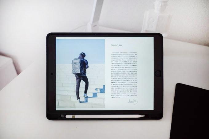 カバンの中身寄稿_トバログ書籍+iPad