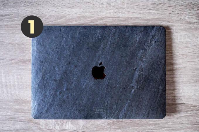 デザイナーのカバンの中身_MacBook