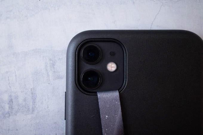 Highloop(ハイループ)フォンストラップ_貼り付け後のカメラ部分