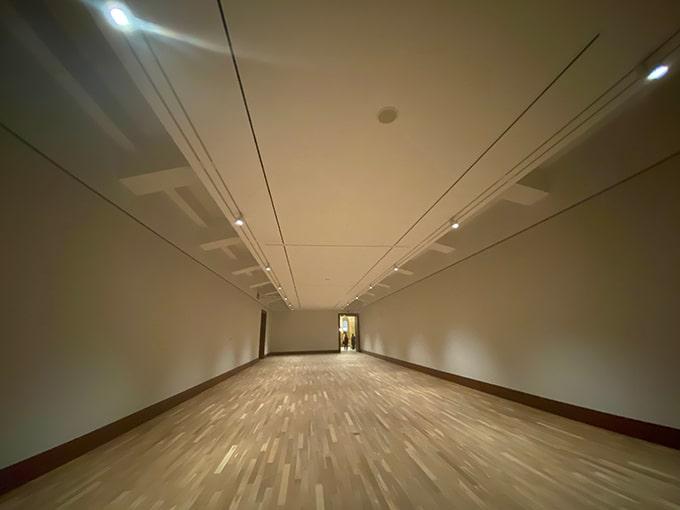 京都市京セラ美術館_白の展示室(広角撮影)
