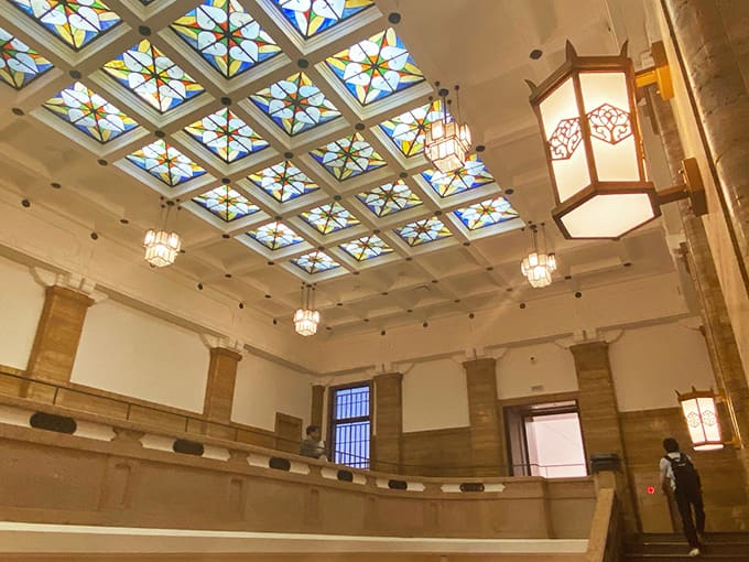 京都市京セラ美術館_スタンドガラスの天井