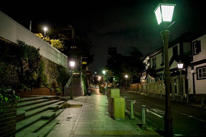 SIGMA fp(シグマエフピー)-神戸北野写真(夜)_道