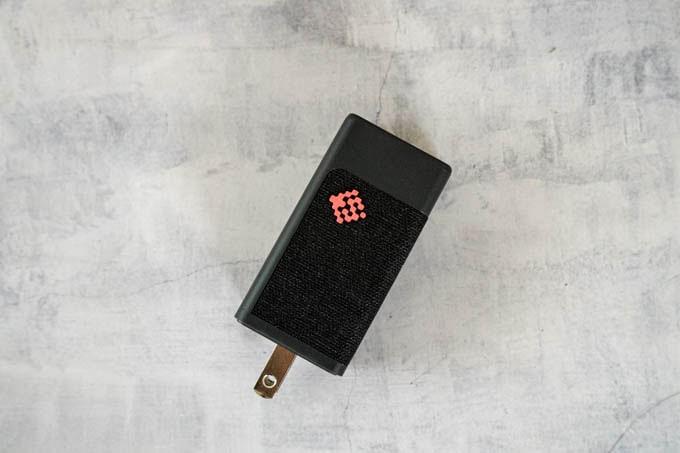 SlimQ-65W-PD充電器_全体のデザイン