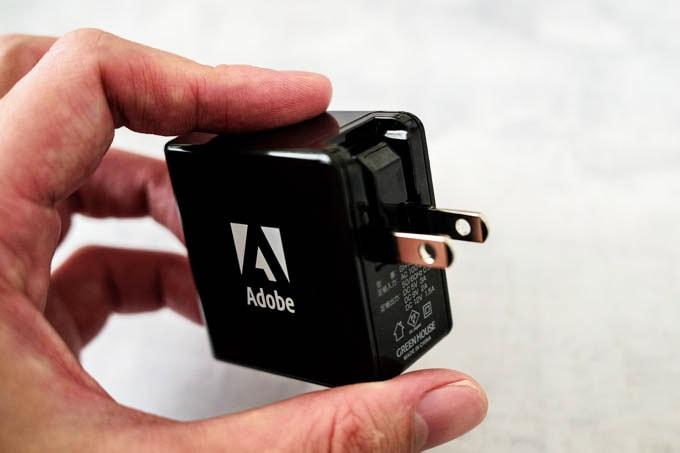 Adobe(アドビ)ノベルティグッズ_充電器の折りたたみプラグ