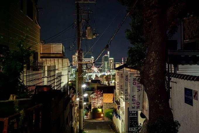 SIGMA fp(シグマエフピー)-神戸北野写真(夜)_坂02