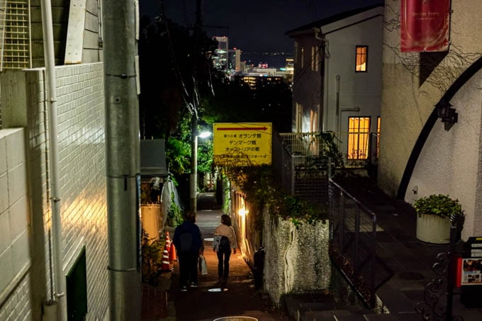 SIGMA fp(シグマエフピー)-神戸北野写真(夜)_裏路地