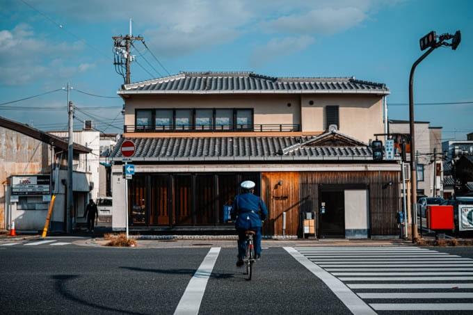 SIGMAfpティールオレンジin京都_おまわりさんと自転車