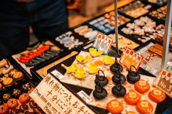 SIGMAfpティールオレンジin京都_錦市場商店街の売り物1