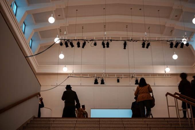 京都市京セラ美術館_ホールに続く階段