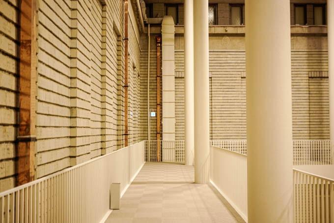 京都市京セラ美術館_レンガ調展示室(通路)