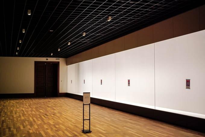 京都市京セラ美術館_ガラスケースの展示室