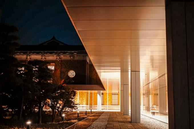 京都市京セラ美術館_外の通路