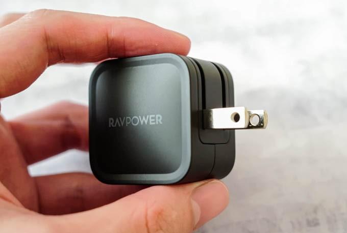 RAVPOWER_RP-PC120_コンセントプラグは折りたたみ式