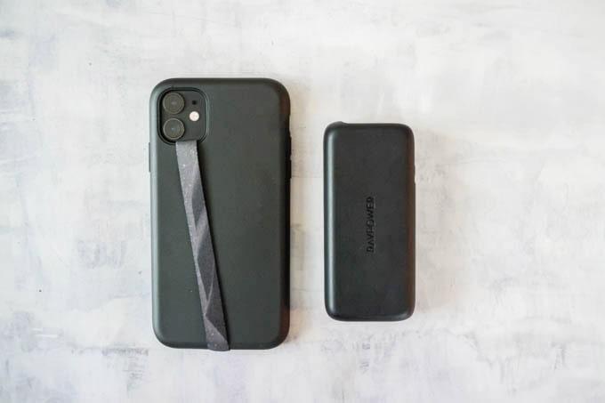 RAVPOWER(ラブパワー)_RP-PB186モバイルバッテリー_iPhone11とのサイズ比較