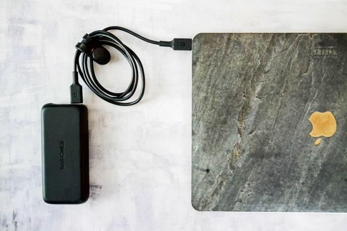 RAVPOWER(ラブパワー)_RP-PB186モバイルバッテリー_MacBookを充電