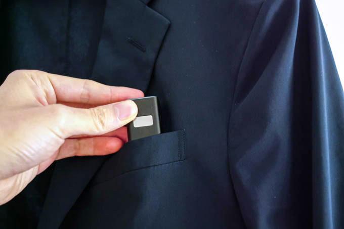 cheero-PowerPlus5-Stick(5000mAh)_胸ポケットにも入る