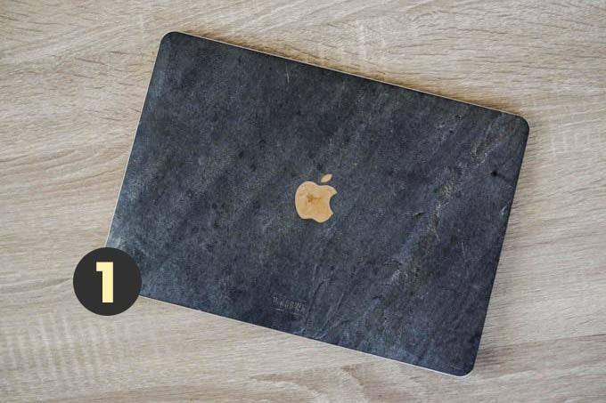 現役デザイナーのカバンの中身-2020年版_MacBook