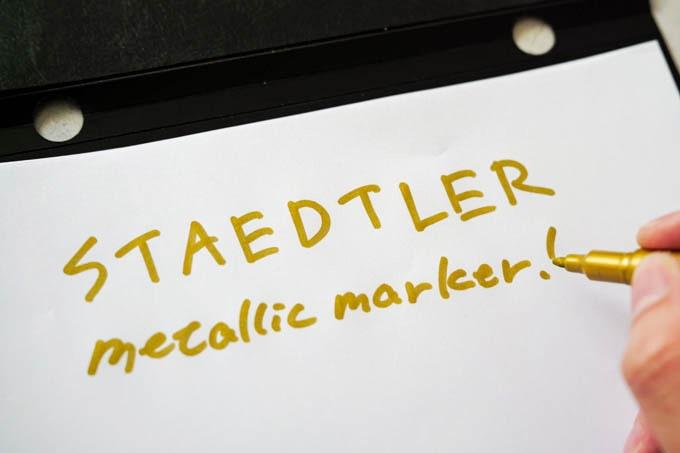 ステッドラーメタリックマーカー(金色)_文字を書く