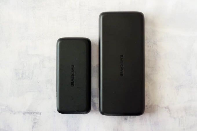 RAVPOWER_PR-PB201モバイルバッテリー_RP-PB186とのサイズの比較1