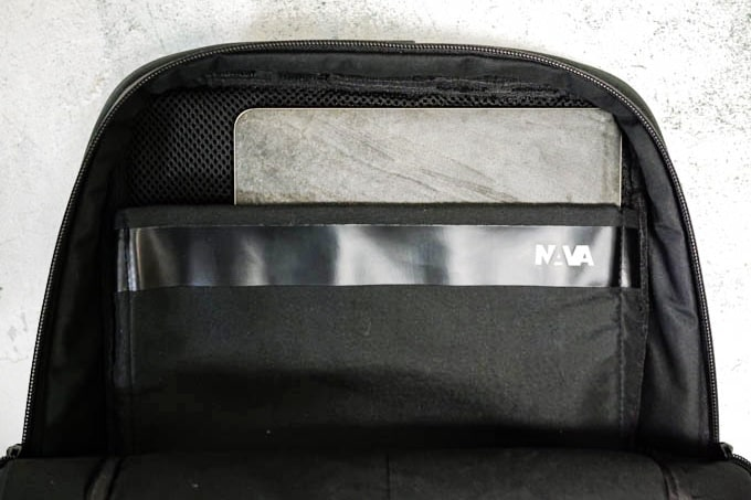 NAVA_FLAT SMALL ORGANIZED BACKPACK_PC収納部分